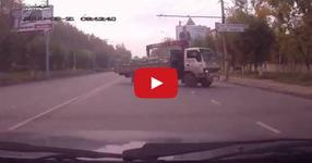 Полицай принуждава цивилна кола да се включи в преследване (ВИДЕО)