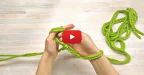 Тя започна да плете с ръцете, и след 30 минути резултата бе ГЕНИАЛЕН! (ВИДЕО)