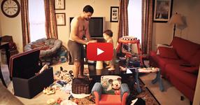 Майка оставя детето си с баща му вкъщи. ГЛЕДАЙТЕ какво улавя камерата... (ВИДЕО)