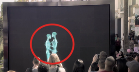 2 души се целуват зад екрана: когато се показваха, публиката остава БЕЗМЪЛВНА от това, което видя! (ВИДЕО)
