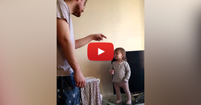 Няма как да не харесате това клипче! По-сладка разправия между баща и дъщеря не сте виждали! (ВИДЕО)