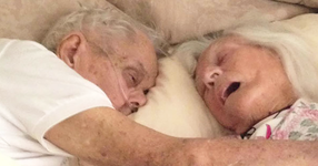 След 75 години брак мъж и жена умират прегърнати, в един и същи ден