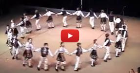 Няма нищо по-хубаво от това деца да танцуват БЪЛГАРСКИ НАРОДНИ ТАНЦИ! Вижте ги, прекрасни са! (ВИДЕО)