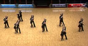 8 двойки танцуват най-впечатляващия хореографски танц, но вижте какво се случи, когато музиката се промени! (ВИДЕО)