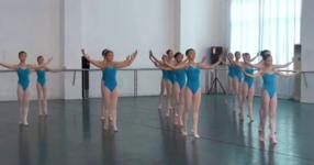 Прилича на нормално балет представление, но след няколко секунди картинката се променя драстично! (ВИДЕО)
