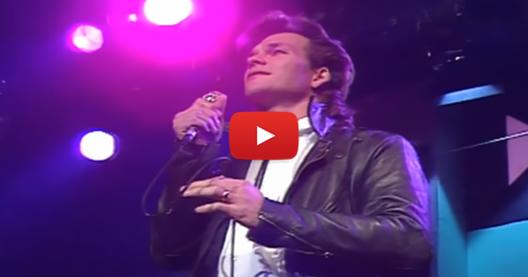 """Патрик Суейзи изпълнява песента """"Тя е като вятъра"""" преди 30 години. Ще останете без дъх, когато го чуете! (ВИДЕО)"""