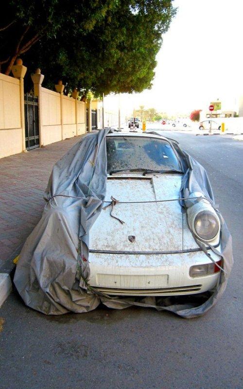 изоставени коли в Дубай