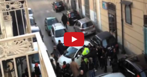 Нечовешки шофьорски умения в Неапол, създадоха километрично задръстване в уличка!