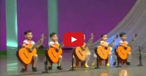 УНИКАЛНО! Така свирят на китара децата в Северна Kорея! Неповторими таланти! (ВИДЕО)