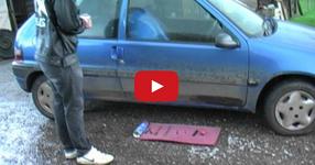 Научи се да си отваряш колата, когато си забравил ключовете вътре! (ВИДЕО)