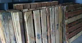 Как това семейство си направи прекрасен дървен под от стари палети? (23 СНИМКИ)