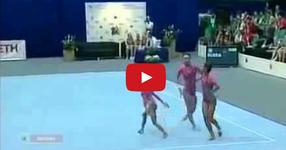 Това го няма даже и най-добрите световни циркови представления! Вижте тези чудесни гимнастички! (ВИДЕО)