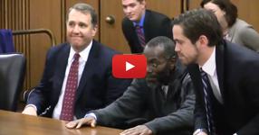ВИЖТЕ как този човек реагира, когато е пуснат на свобода, след като 39 години е бил в затвора за престъпление, което не е извършил! (ВИДЕО)