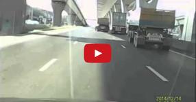 Уличен бой на трима шофьори на камиони! (ВИДЕО)