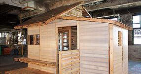Той построи къща използвайки дървени палети! Резултатът е ФЕНОМЕНАЛЕН! (СНИМКИ)