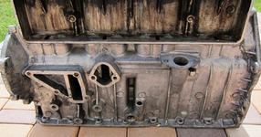 Той взема един стар двигател, разтопи го и направи това ГЕНИАЛНО нещо от метала!!! (СНИМКИ)