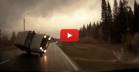 БРУТАЛНА компилация от катастрофи заснета с камера за кола! (ВИДЕО)