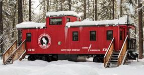 Отвън прилича на обикновен вагон на влак, но в този вагон се крие цял един нов свят! (СНИМКИ)