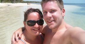 Тази двойка искаше да изглежда безупречно на сватбата си - ПОГЛЕДНЕТЕ ГИ СЕГА! Поразителна разлика! (СНИМКИ)