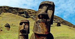 Археолози разкопаха статуя на Великденските острови. Това, което видяха отдолу е изумително! (СНИМКИ)