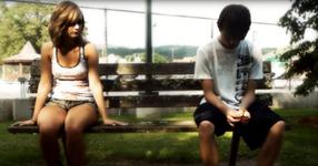 Тя му се подиграва и го отхвърля, защото е беден. 10 години по-късно, те се срещат отново!