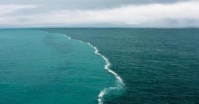 Уникална красота: Там, където се срещат две морета и никога не се сливат!