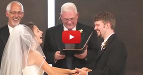 Вижте как тази булка прецака сватбата си! Ще се скъсате от смях! (ВИДЕО)