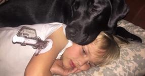 Посреднощ кучето предупреди своите стопани за детето им. Това, което откриха? Уплаши ги до смърт!