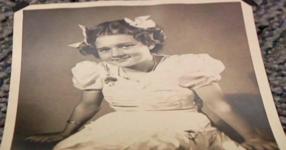 14-годишно момиче ражда бебето си. 82 години по-късно тя изобщо не очаква ТОВА…