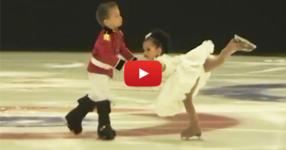 4-годишни близнаци се пързалят върху леда пред публика. Почакайте, докато видите техните движения (ВИДЕО)
