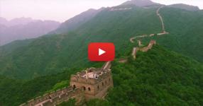 Той вдигна безпилотен самолет над Великата китайска стена. Вижте тези спиращи дъха кадри! (ВИДЕО)