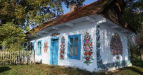 Приказно: полско село, в което всички къщи са изрисувани с цветя (СНИМКИ)