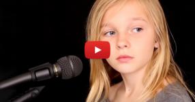 С ангелски глас това момиченце изпя една от най-популярните песни за всички времена! Чуйте я! (ВИДЕО)