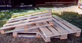 Ето как може да си направите диван за двора от дърво използвайки 3 палета! (ВИДЕО)
