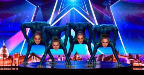 Тези 4 гимнастички излязоха на сцената и заеха своите позиции. Секунди по-късно журито не можеше да овладее емоциите си от видяното! (ВИДЕО)