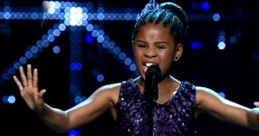 Това 11-годишно момиченце им показа как се пее! Чуйте това удивително изпълнение! (ВИДЕО)