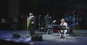 """Двама от най-големи италиански певци запяват песента """"Карузо"""" с много чувство! ЧУЙТЕ това ДОКОСВАЩО ИЗПЪЛНЕНИЕ! (ВИДЕО)"""