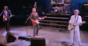 Помните ли как танцувахме, когато бяхме млади и буйни на тази песен? Един НЕЗАМЕНИМ хит от 1987 година, който всички обичаме! (ВИДЕО)