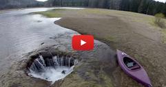 ВИЖТЕ как цяло езеро изчезна само за няколко минути (ВИДЕО)