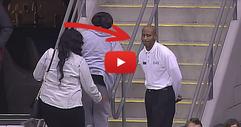 Оператора на камерата фокусира един от охранителите на стадиона. Тогава той СКРИВА ШАПКАТА на всички с танцовите си стъпки! ГЛЕДАЙТЕ! (ВИДЕО)